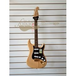 FENDER DELUXE PLAYER STRATOCASTER